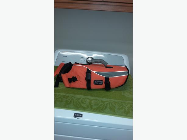 "REDUCED!  ""OUTWARD HOUND"" LIFEJACKET"