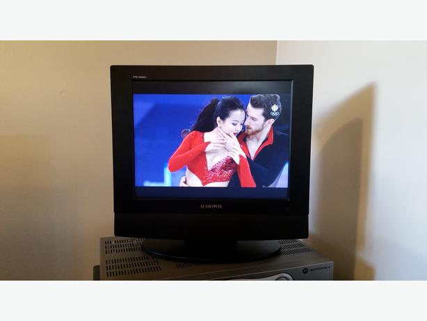 "15"" LCD TV with remote"