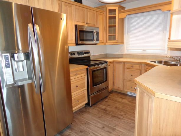 3 bdrm Fully Furnished, includes utilities, wifi, cable TV - May 1