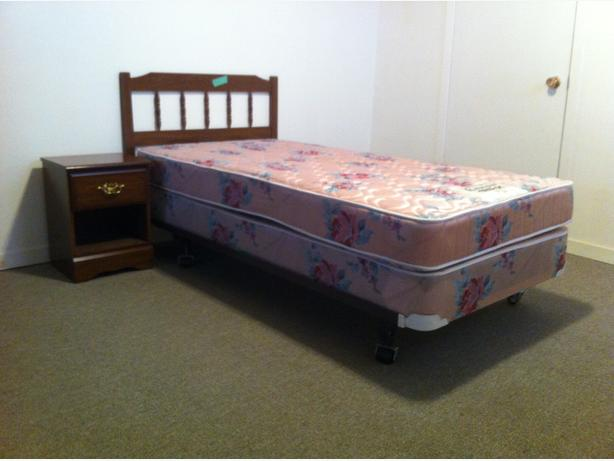 Two twin beds set