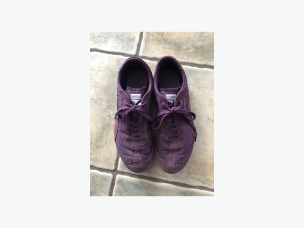 LADIES PURPLE SUEDE PUMA RUNNERS SIZE 8.5 - IN GREAT SHAPE