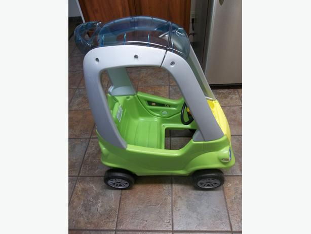 Step2 Easy Turn Coupe in Green in mint condition! UP TO 50 LB!!!!