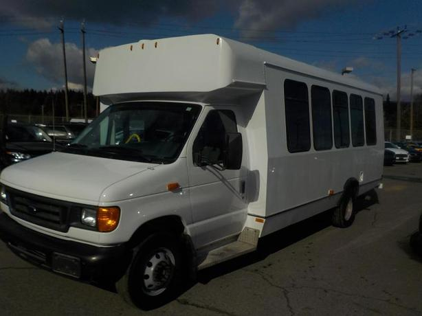 2007 Ford E-450 21 Passenger Bus with Wheelchair Accessibility Diesel