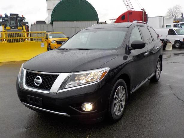 2016 Nissan Pathfinder SV 4WD 3rd row seating