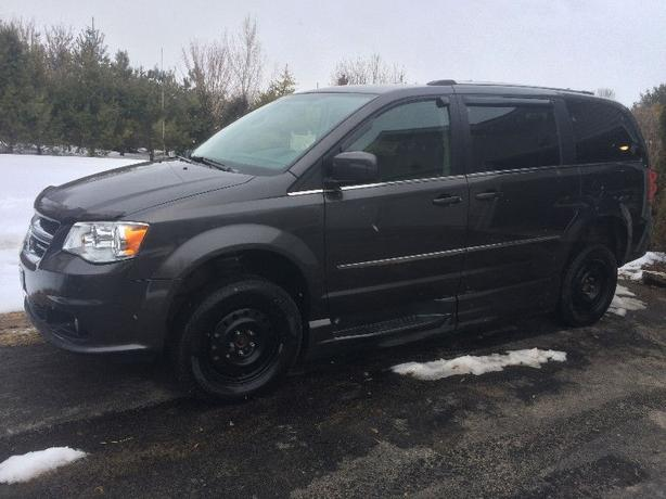 2015 Dodge Grand Caravan crew plus minivan, van (wheelchair)