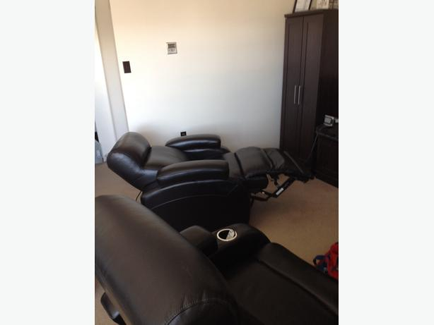 2 Leather reclining chairs