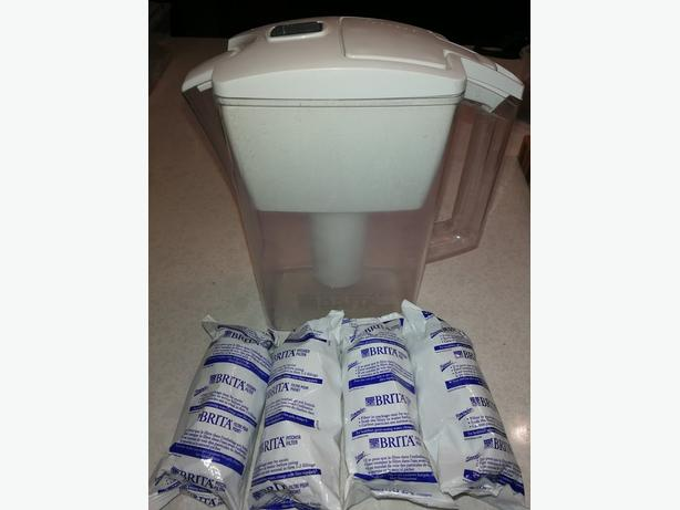 Brita water Pitcher + 4 new filters