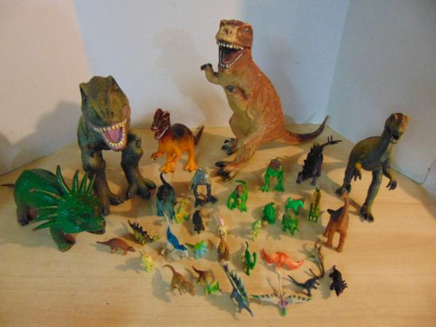 34 Pc Jumbo Rubber and Plastic Dinosaur Collection