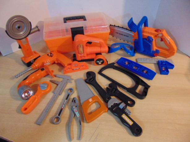 Assorted 20 pc Tool Set Just Like Daddies Chain Saw and Cutter