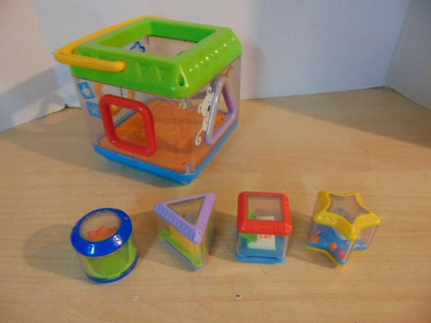 Fisher Price Peek A Boo Block Musical Shape Sorter With Batteries