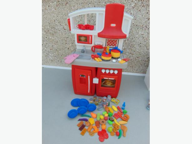 Little Tikes Play Family Country Kitchen 83 Pc 28 x 38 x 14 inch