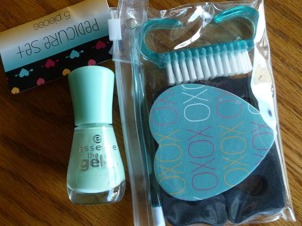 pedicure set with light green GEL nailpolish New