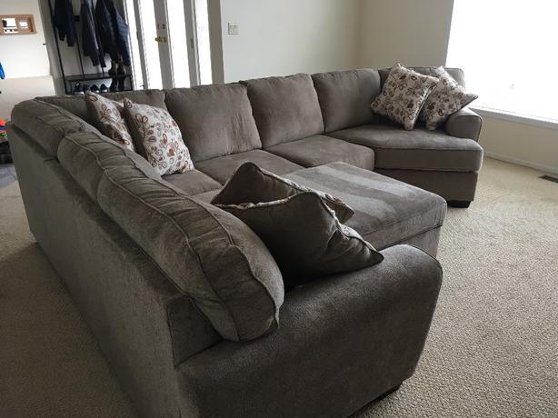 Ashley Furniture Couche