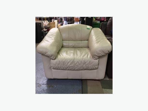 Comfy Arm Chair | #859