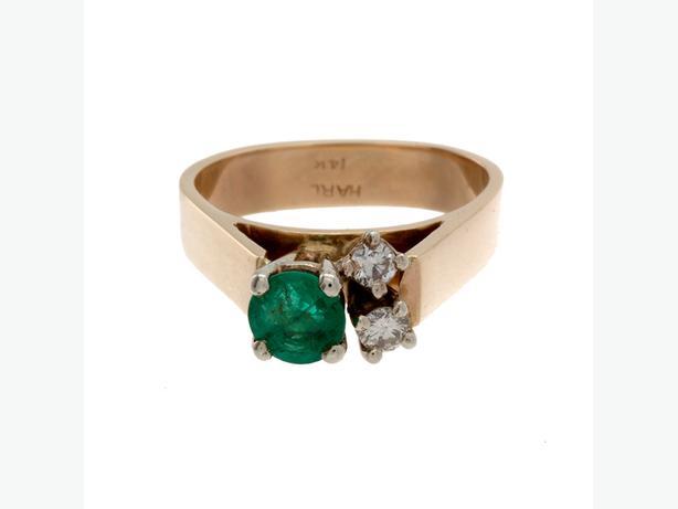Gorgeous 14K Yellow Gold Emerald & 2 Diamond Ring - 5.09 Grams (I-33758)