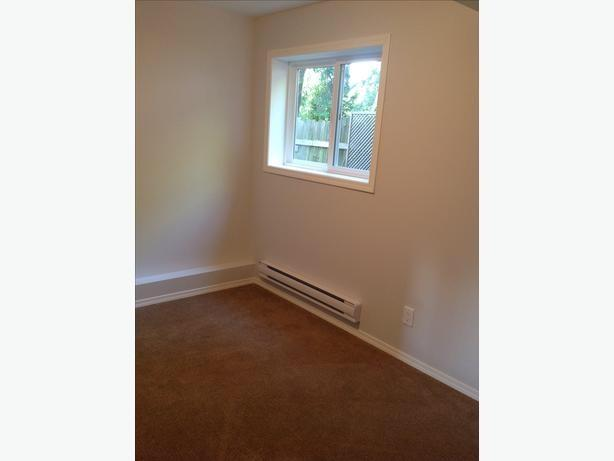 Garden suite with 2 bedroom, 1 bathroom for $1375/month