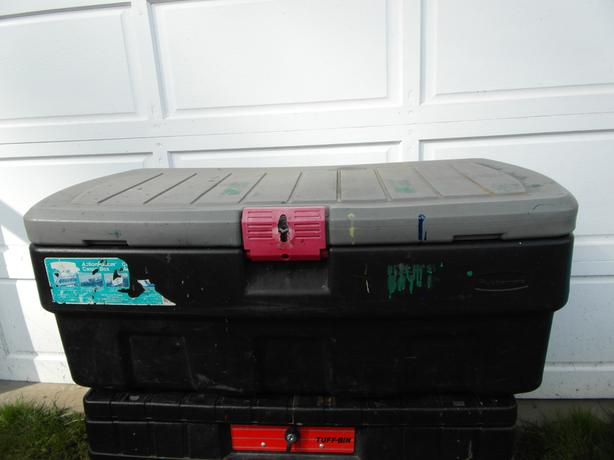 large Rubbermaid tool/sports/camping ect. storage bin- N. Duncan