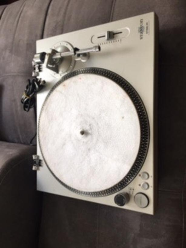 Stanton Str8 20 DJ turntable