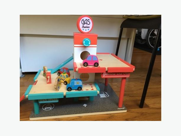 Janod Gas Station Playset