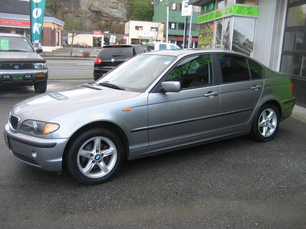 2004 BMW 320i -Loaded-Leather-Power Sunroof