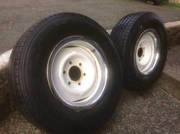 PAIR OF TIRES ON RIMS 235/70R/15