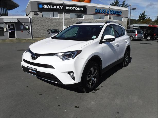 2017 Toyota Rav4 XLE - Sunroof, AWD, Lane Detection