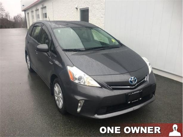 2013 Toyota Prius V - Luxury Package