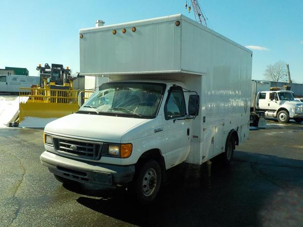 2007 Ford Econoline E-350 Super Duty Dually Diesel Cube Van