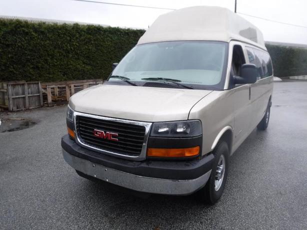 2005 GMC Savana G3500 Extended Passenger Van with Wheelchair Accessibility