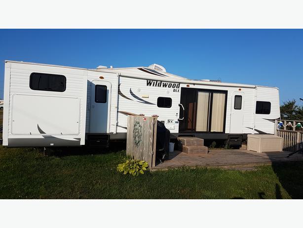 2014 Wildwood DLX 40 ft park model camper trailer
