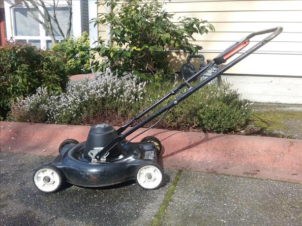 Electric Lawn Mower / Black and Decker