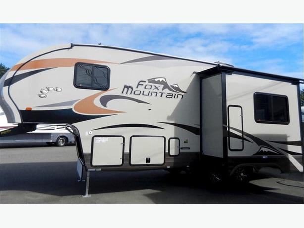 2018 Northwood Fox Mountain 235RLS - Modern Layout Built with Quality!!