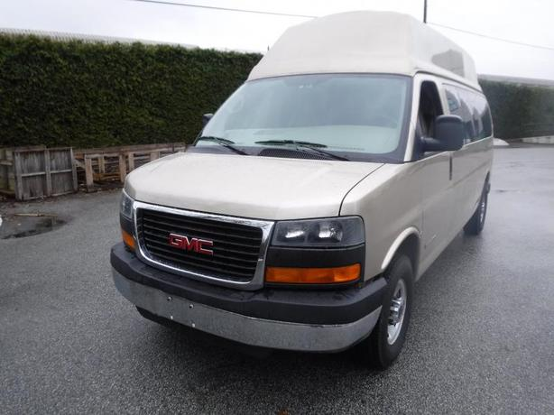 2005 GMC Savana G3500 Extended Passenger Van with Wheelchair Accessibility