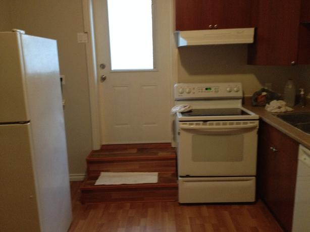 2 Bedroom Basement Suite Near Uvic