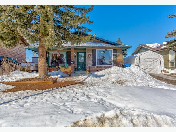 Fabulous Updated 4 Bed Home With Dev Basement