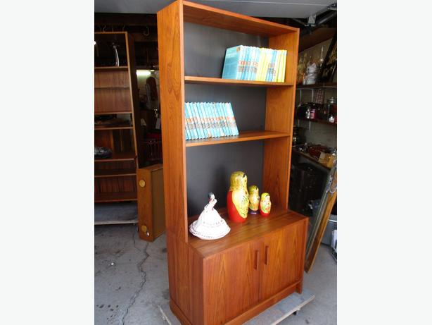 ESTATE MID CENTURY TEAK BOOKSHELF DISPLAY CABINET
