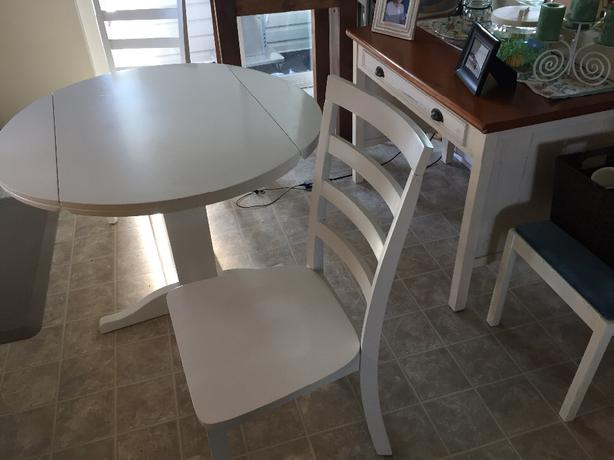 Condo Sized Dining Table And 2 Chairs