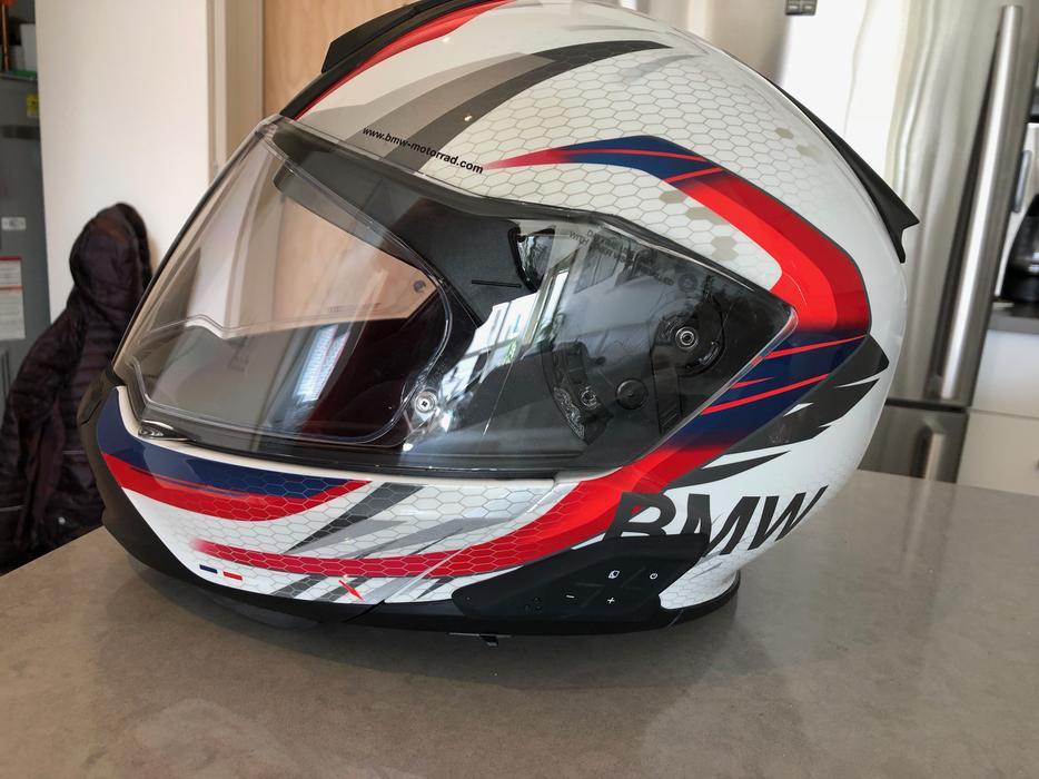 6ffc5f47 BMW System 7 Carbon Helmet with BEATS Communication **$1100 SAVINGS**  Victoria City, Victoria
