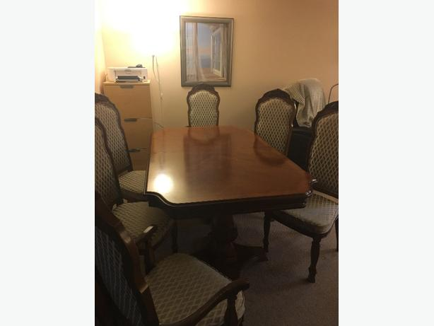 beautiful solid wood table and 6 chairs!