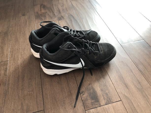 Nike cleats - great shape - Size 6Y