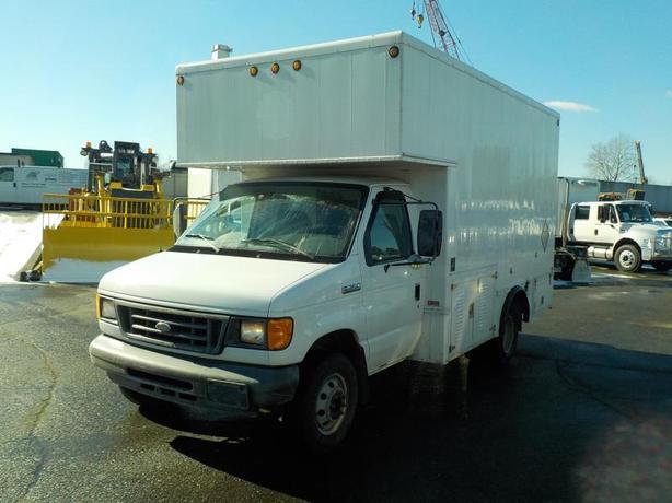 2007 Ford Econoline E-350 Super Duty Dually Diesel Cube Van