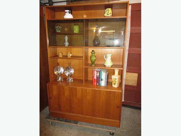 ESTATE TEAK MID CENTURY DISPLAY/BOOKSHELF/STORAGE UNIT