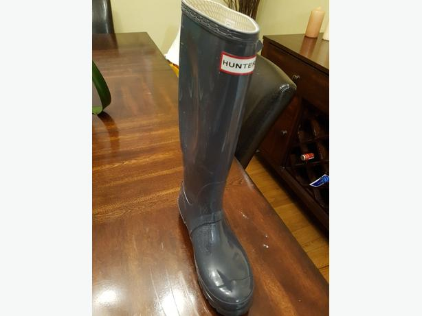 SIZE 9.5  Grey Brand new Hunter boots