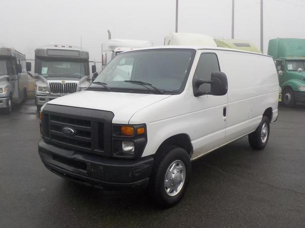 2010 Ford Econoline E-250 Cargo Van w/ Bulkhead Divider
