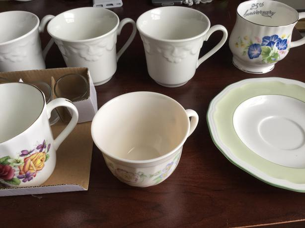 Miscellaneous teacups and saucer