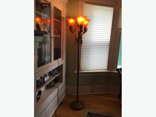 Beautiful floor lamp - must see