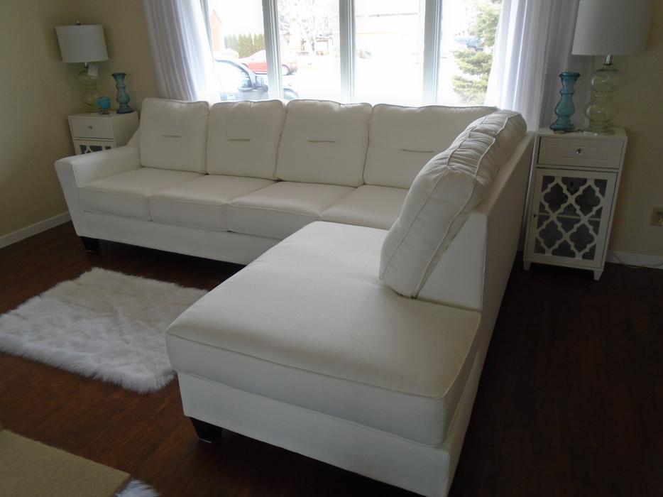Gorgeous New White Ashley Furniture Large Sectional Rideau