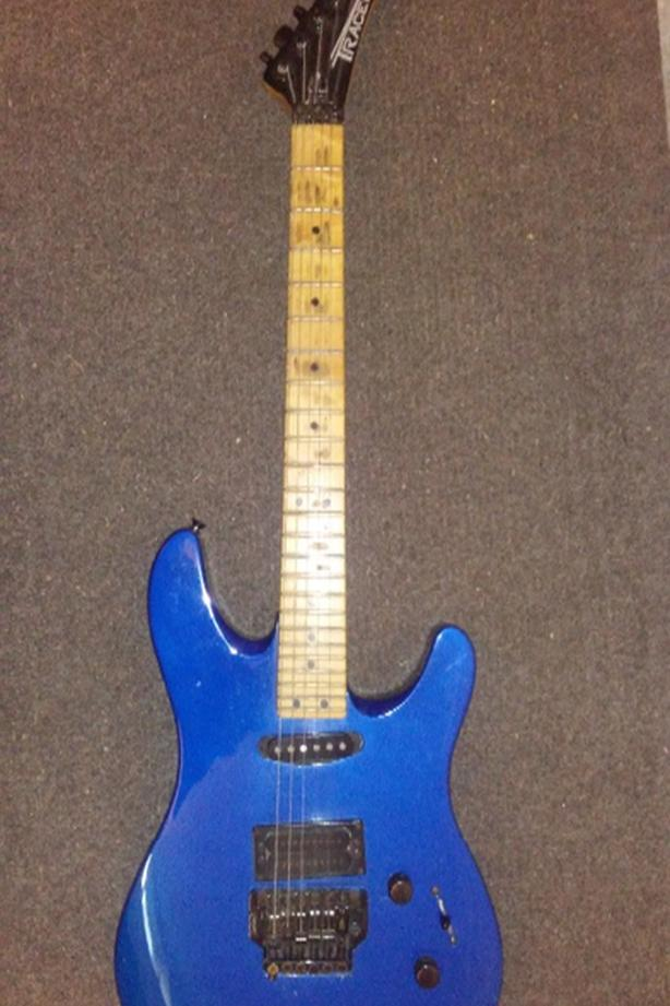  Log In needed $90 · Peavey Tracer Electric Guitar Metallic Blue