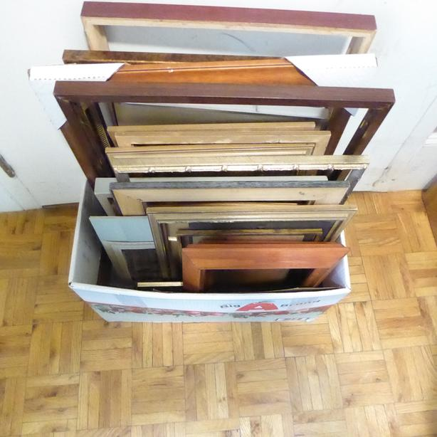 VARIOUS SIZES/COLOURS ETC. OF PICTURE/PAINTING FRAMES - AS IS