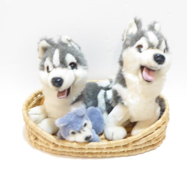 HUSKY DOG FAMILY: MAMA, PAPA & BABY HUSKY DOG IN A BASKET - MINT / NEVER USED
